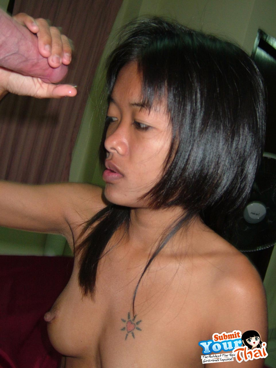 White slut anal toyed by black bf with glass plug